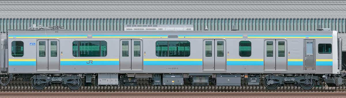 JR東日本E131系クモハE131-3海側の側面写真