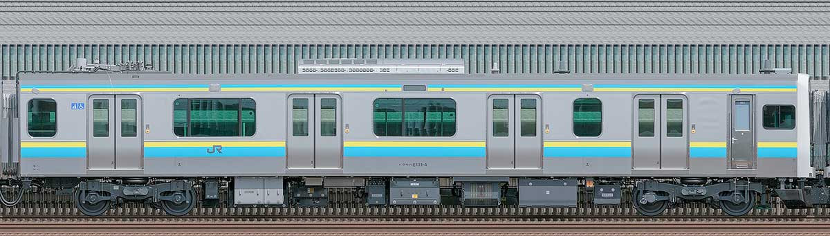 JR東日本E131系クモハE131-4海側の側面写真