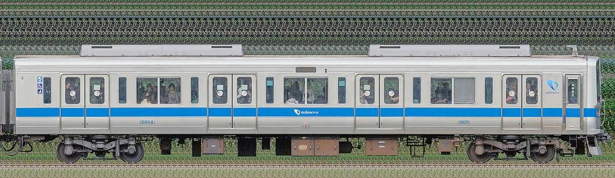 小田急2000形クハ2052(インペリアルブルー)海側の側面写真