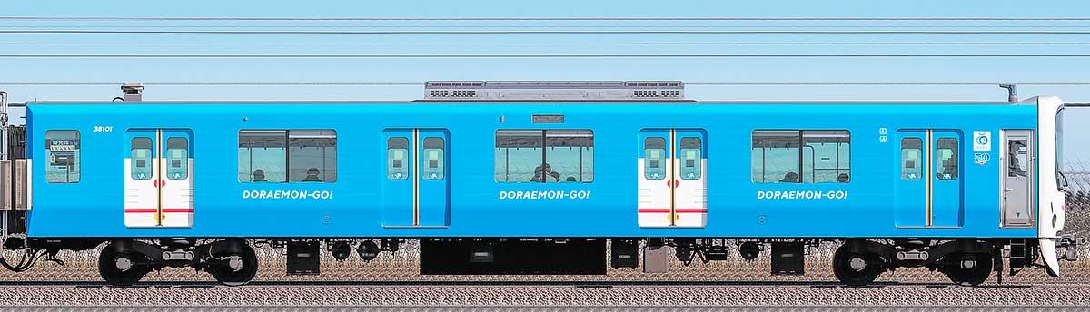 西武30000系「DORAEMON-GO!」クハ381012位側の側面写真
