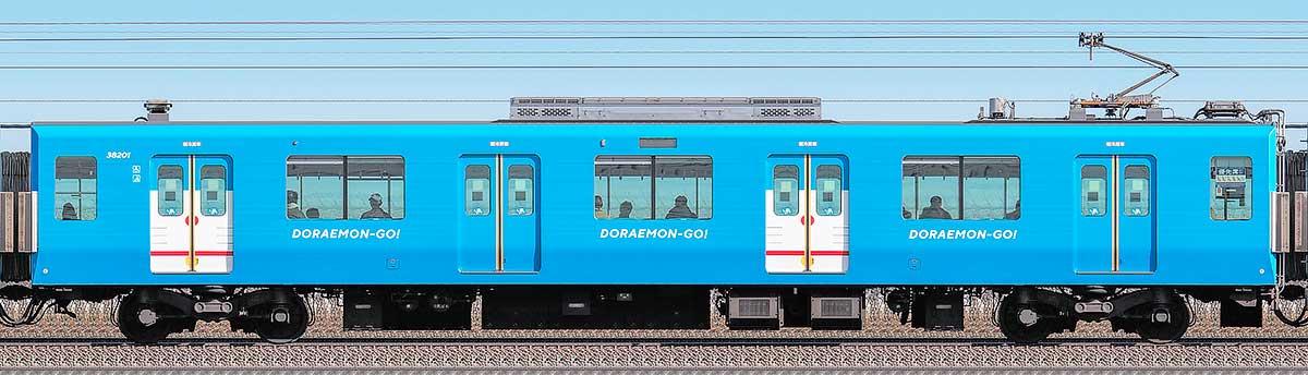 西武30000系「DORAEMON-GO!」モハ382012位側の側面写真