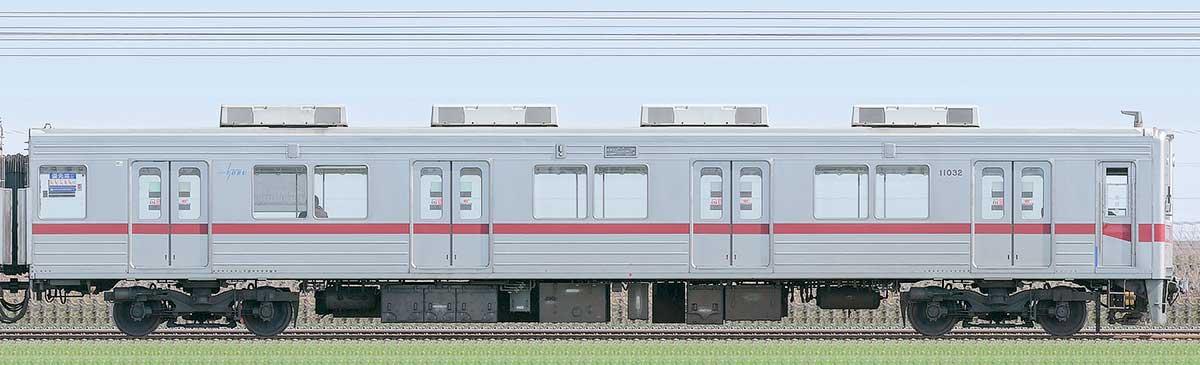 東武10030型クハ11032(リニューアル車)山側の側面写真