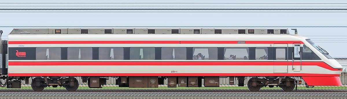 東武250型「りょうもう」クハ251-1山側の側面写真