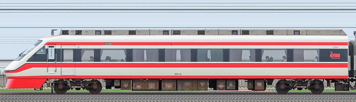 東武250型「りょうもう」クハ251-6山側の側面写真