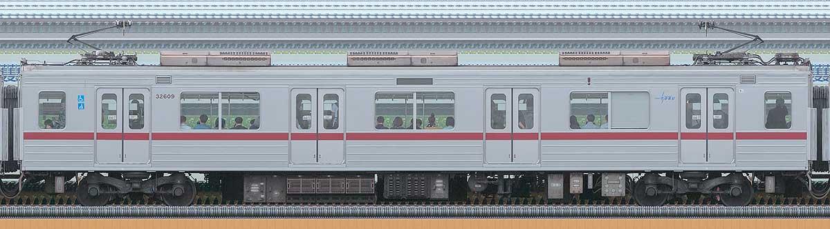 東武30000系モハ32609海側の側面写真