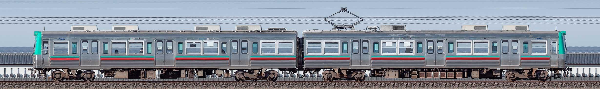 上毛電鉄700型第1編成(海側)の編成サイドビュー