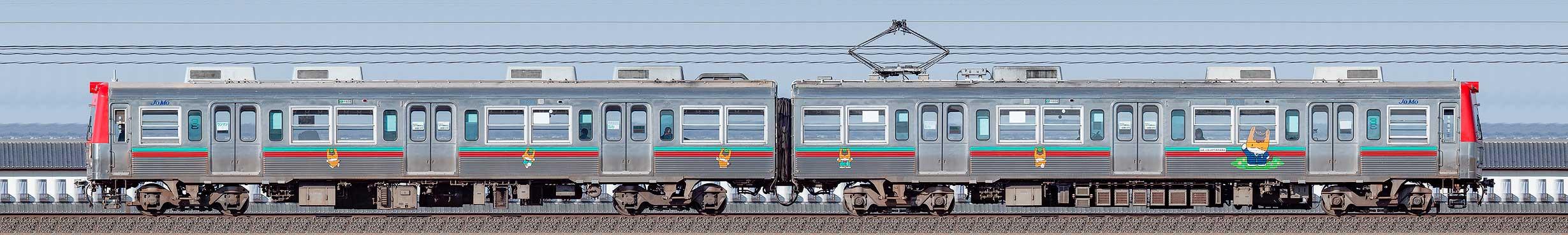 上毛電鉄700型第3編成ぐんまちゃん列車(海側)の編成サイドビュー