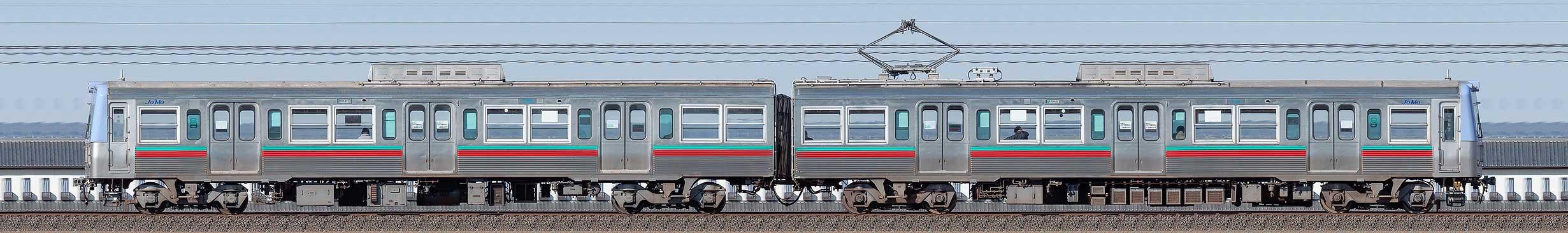 上毛電鉄700型第6編成(海側)の編成サイドビュー