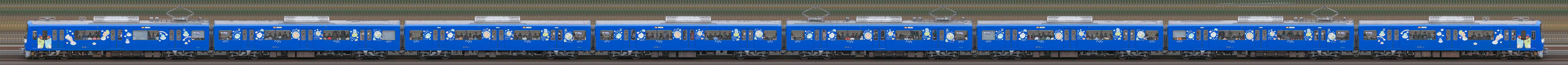 京急電鉄 600形(3次車)606編成「京急ブルースカイトレイン 空と海すいすい号」(海側)の編成サイドビュー
