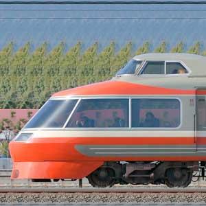 小田急7000形ロマンスカー「LSE」7004×11(海側)